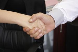 לחיצת יד על הסכם גירושין בהסכמה